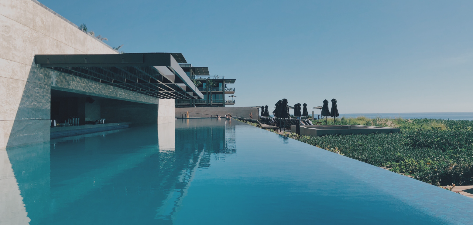 Piscine Sfioro A Cascata piscine a sfioro - piscine avantgarde - realizziamo la tua